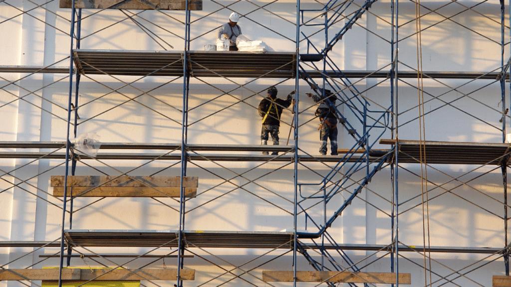 Arbeiter schwer verletzt nach Sturz von 25-Meter-Gerüst