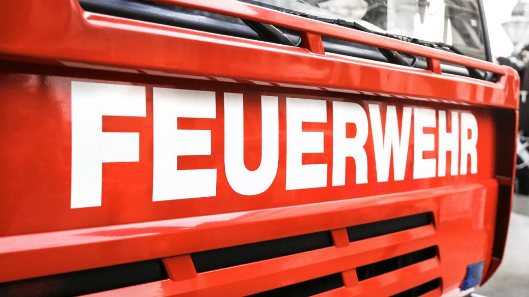 Batterie explodiert in Feuerwehrauto: zwei Schwerverletzte in Donaueschingen