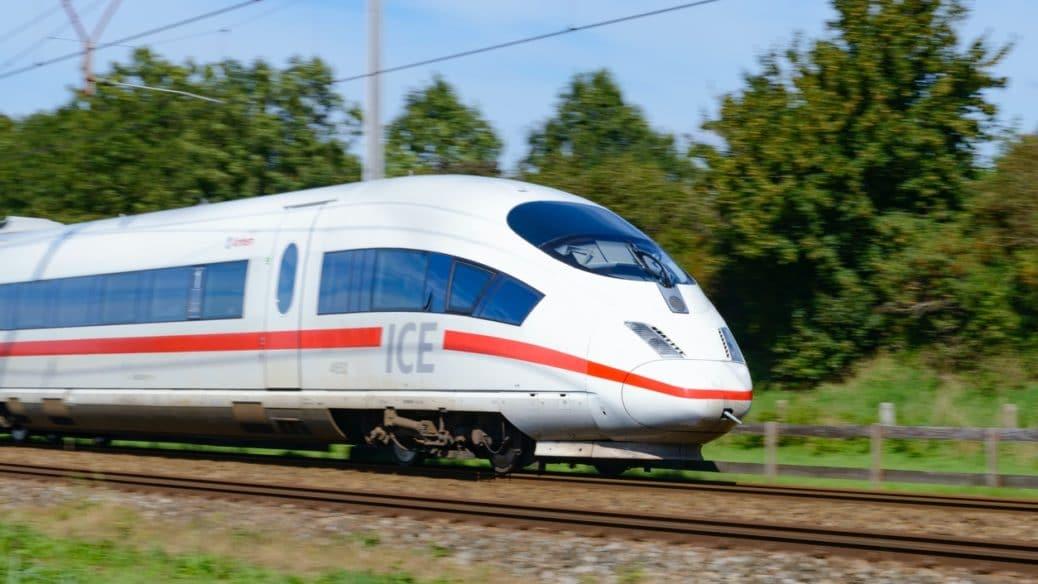 Lokführer von schnell fahrendem ICE in Bochum getötet