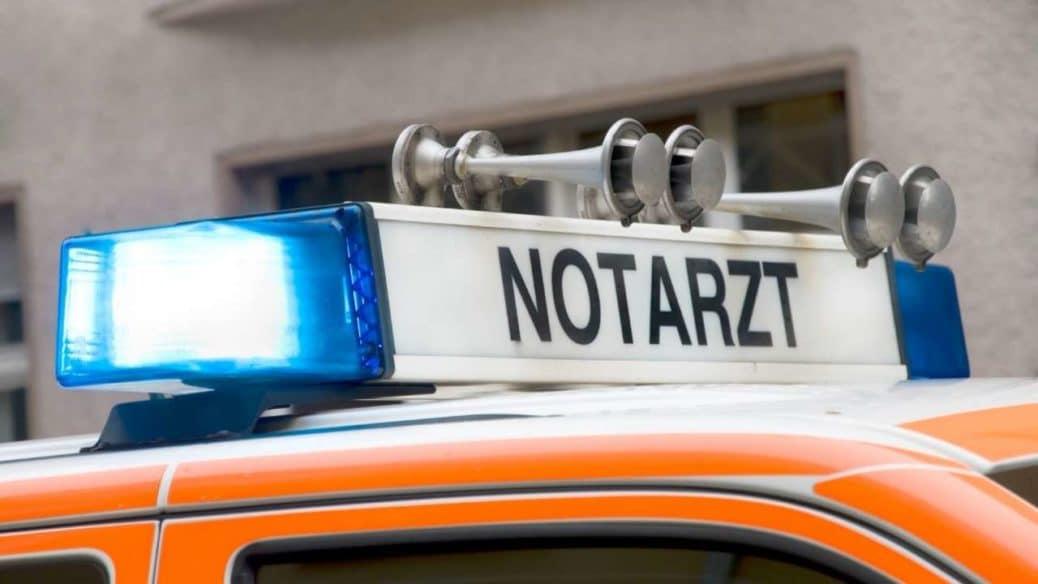 Tödlicher Arbeitsunfall in Neusäß: Gerüstplattform stürzt in Baugrube